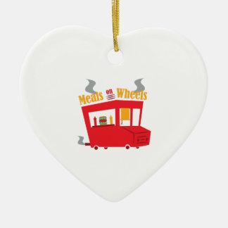 Comidas en las ruedas adorno de cerámica en forma de corazón