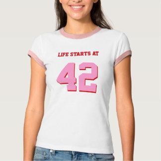 Comienzo de la vida en 42 el cumpleaños divertido camiseta