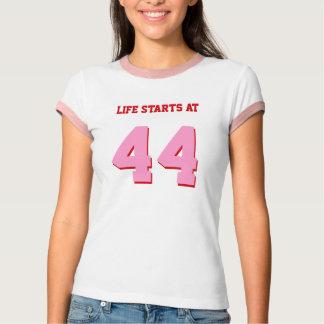 Comienzo de la vida en 44 el cumpleaños divertido camiseta