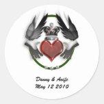 compromiso del corazón del claddagh etiquetas redondas