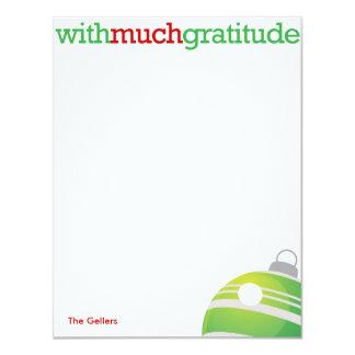 Con mucho ornamento de Navidad de la gratitud Invitación 10,8 X 13,9 Cm