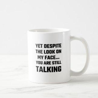 Con todo a pesar de la mirada en mi cara usted taza de café