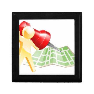 Concepto de la persona del oro del perno del mapa caja de regalo