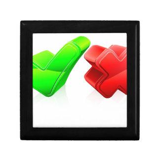 Concepto de la señal y de la cruz cajas de joyas