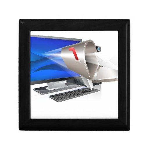 Concepto del correo electrónico del ordenador cajas de joyas