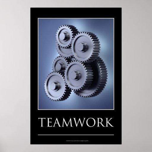 Concepto del trabajo en equipo con las ruedas de e poster