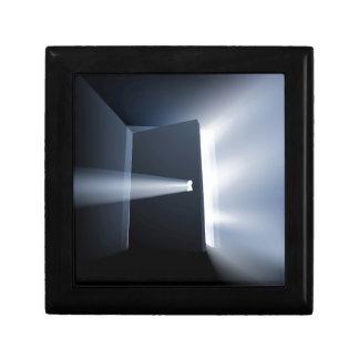 Concepto entornado del haz luminoso de puerta cajas de recuerdo
