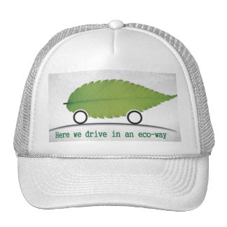 conducción de un coche en un casquillo respetuoso  gorra