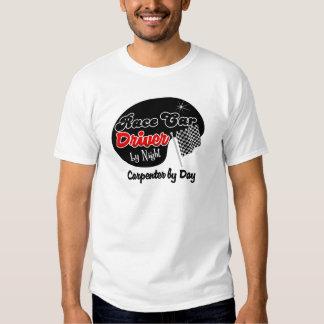 Conductor de coche de carreras del carpintero de camisas