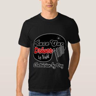 Conductor de coche de carreras del electricista de camisetas