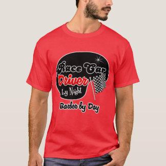 Conductor de coche de carreras del peluquero de la camiseta