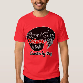 Conductor de coche de carreras por el mensajero de camisetas