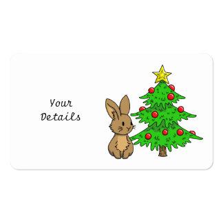 Conejito con un árbol de navidad tarjetas de visita