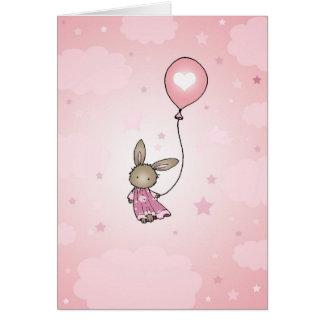 Conejito de Brown en tarjeta de cumpleaños rosada