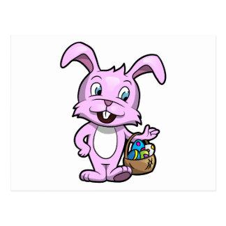 Conejito de pascua que sostiene la cesta de huevos postal