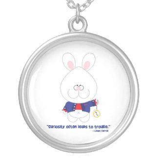 Conejo blanco Alicia de la curiosidad en el país Colgante Redondo