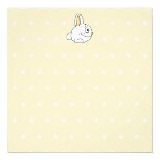 Conejo blanco en patten beige del lunar anuncio