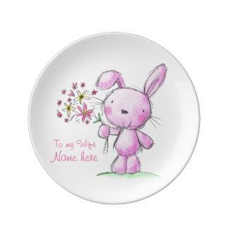 conejo de conejito rosado lindo de la ESPOSA del ♥ Plato De Cerámica