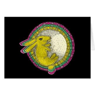 Conejo en la tarjeta de felicitación de la luna