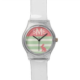Conejo lindo, raya y monograma personalizado reloj