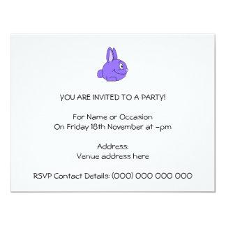 Conejo púrpura invitación 10,8 x 13,9 cm