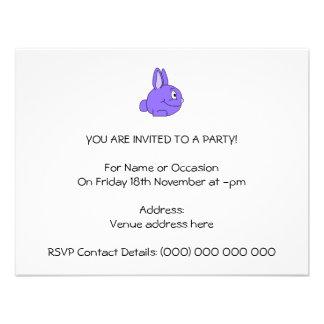 Conejo púrpura invitación personalizada