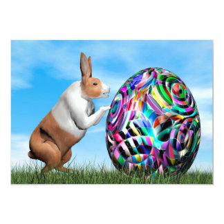 Conejo que empuja el huevo de Pascua - 3D rinden Invitación 12,7 X 17,8 Cm