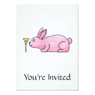 Conejo rosado con la flor invitación 12,7 x 17,8 cm