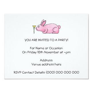 Conejo rosado con la flor invitación 10,8 x 13,9 cm