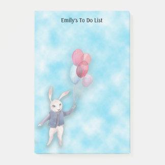Conejo y globos blancos en el cielo azul para notas post-it®