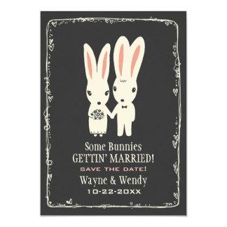 Conejos de conejito que casan reserva el gris de invitación 12,7 x 17,8 cm