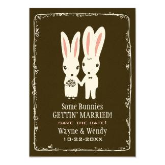 Conejos de conejito que casan reserva la invitación 12,7 x 17,8 cm