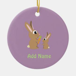 Conejos lindos adorno navideño redondo de cerámica