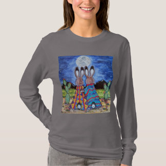 Conejos románticos del sudoeste que miran la camiseta