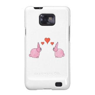 Conejos rosados lindos con los corazones rojos del samsung galaxy s2 carcasas