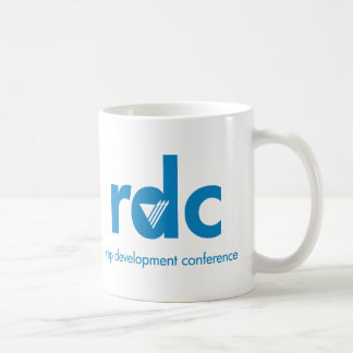 Conferencia del desarrollo del representante taza básica blanca