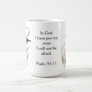Confianza de la escritura de la biblia del 56:11 taza de café