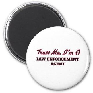 Confíe en que yo es agente de aplicación de ley iman