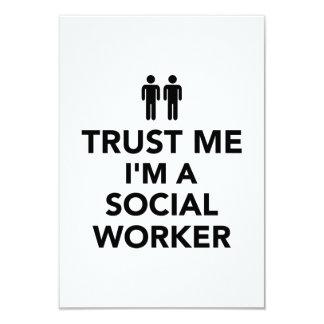 Confíe en que yo es asistente social comunicados