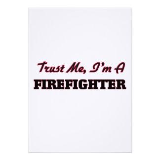 Confíe en que yo es bombero invitación personalizada