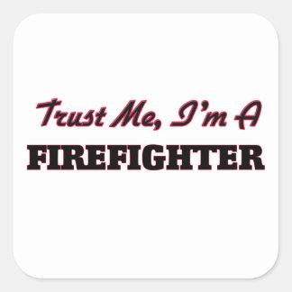 Confíe en que yo es bombero calcomanías cuadradases