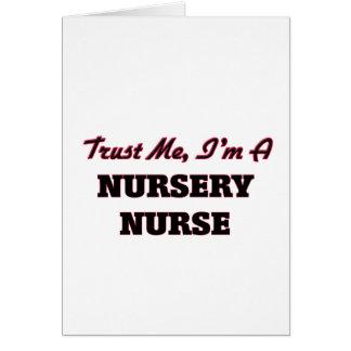 Confíe en que yo es enfermera del cuarto de niños felicitación