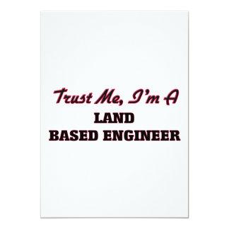 Confíe en que yo es ingeniero con base en tierra invitación 12,7 x 17,8 cm