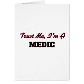 Confíe en que yo es médico felicitación