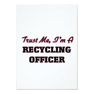 Confíe en que yo es oficial de reciclaje invitación 12,7 x 17,8 cm