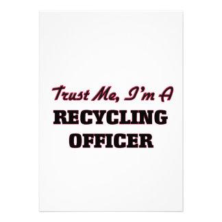 Confíe en que yo es oficial de reciclaje invitación personalizada