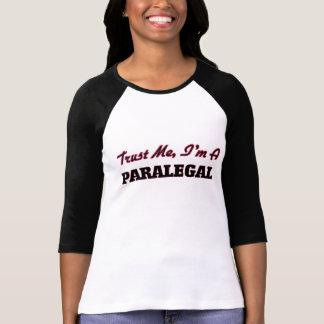 Confíe en que yo es Paralegal Camiseta