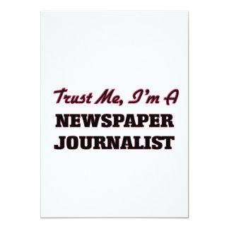 Confíe en que yo es periodista del periódico invitación 12,7 x 17,8 cm