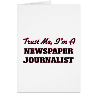 Confíe en que yo es periodista del periódico tarjeta
