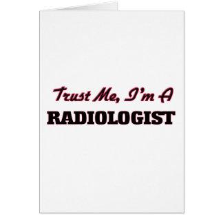 Confíe en que yo es radiólogo tarjeta de felicitación